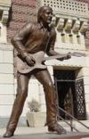 Burton_statue_1